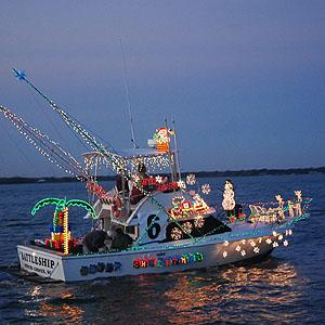 holiday-parade-of-boats